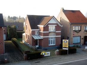 Charmante te renoveren gezinswoning op een perceel van ca. 280m², gelegen te Essen-Wildert. Deze woning is ingericht met een gezellige woonkamer,