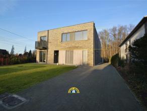 Prachtig afgewerkt en instapklaar appartement met 2 slaapkamers centraal gelegen te Kalmthout-Heide. Het appartement beschikt ook over een mooie leefr