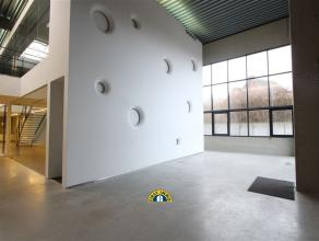 Deze kantoorruimte is gelegen aan de verbindingsweg tussen Putte en Mechelen , met goede verbinding naar de E19 via de ring van Mechelen of de R6. In