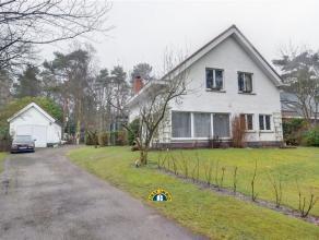 Ruime gezinswoning gelegen op een prachtige en rustige locatie in Kalmthout-Heide op een perceel van 2.155m²! Deze woning is ingericht met een ru