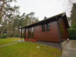 Charmante houten woning op een mooi perceel van 940m², voorzien van gezellige woonkamer met open ingerichte keuken, badkamer met douche, 1 slaapk