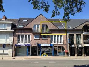 Twee slaapkamer appartement op de tweede verdieping, gelegen in Kalmthout-centrum ! Het appartement is ingericht met een ruime woonkamer met open keuk
