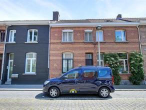 Knusse woning met tuintje, twee slaapkamers (mogelijk derde) op een leuke locatie te Mortsel. Aankoop onder klein beschrijf mogelijk mits naleving van