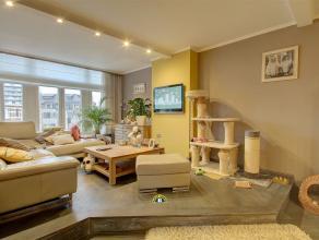 Zeer ruim 3 slaapkamer appartement in karaktervol gebouw met grote woonkamer, keuken, badkamer met inloopdouche, terras en kelders, ideaal gelegen aan