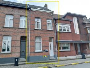 Ruime woning, recent volledig gerenoveerd en ingericht als opbrengsteigendom (2* 1-slaapkamer appartementen). Dit pand is voorzien van een instapklaar