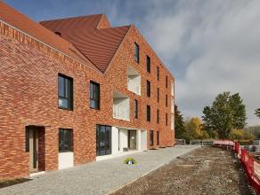 Zeer mooi gelijkvloers nieuwbouwappartement van 102m² met privatieve tuin van 61m² en een terras van 9m² !!! Het appartement is volledi