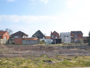 Mooi perceel bouwgrond van ca. 283m² voor halfopen bebouwing, gelegen in een nieuwe wijk te Kalmthout-Nieuwmoer. BOUWVOORSCHRIFTEN: - Halfopen ee