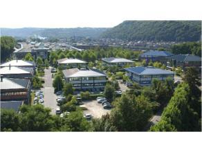 """Kantoorruimte, gelegen in het kantorenpark """"Zénobe Gramme"""". Het kantorenpark bestaat uit 11 gebouwen, gelegen aan de Quai des Vennes en de Squa"""