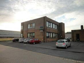 Kantoor te huur in de haven Van Zeebrugge<br /> <br /> Kantoorruimte op eerste verdieping, deels ingedeeld (vergaderzaal en directiebureel) en deels