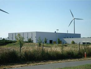 Multifunctioneel gebouw met productieruimte annex kantoren.<br /> <br /> Gecompartimeneerd steeldek magazijnen voorzien van lichtstraten, sectionale