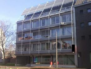 Mooie lichte kantoorruimte op een invalsweg naar Antwerpen. Het betreft een modern kantoorgebouw uitstekend gelegen qua bereikbaarheid met de wagen en