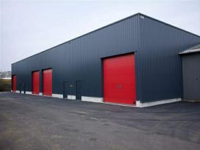 Deze 2 KMO units bestaan uit een magazijnruimte van 260 m² en een kantoor van 50 m² en is perfect gelegen aan de afrit Herentals Industrie K
