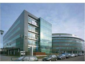 Prestigieus kantorencomplex met imagoversterkende architectuur en uitstekende zichtbaarheid aan de Antwerpse Ring. Het kantoorgebouw heeft een opvalle