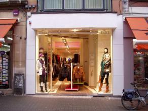 Mooi winkelpand gelegen aan het begin dan de Demerstraat, op toplocatie in één van dé winkelstraten van Hasselt. Enseignes in de