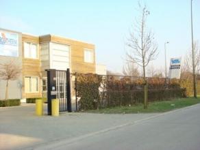 Recentelijk vernieuwd bedrijfspand (2001) in de industriële zone Beringen Zuid 3.Vlakbij de E313 (Antwerpen-Hasselt-Luik). Magazijn van 3280 m&su