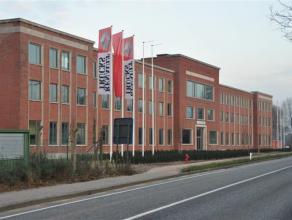 Gerenoveerde kantoren gelegen op de site van de voormalige Luitenant Coppenskazerne, aan de Sint-Jobsesteenweg te Brasschaat.