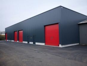 Deze 2 KMO units bestaan uit een magazijnruimte van 260 m² en een kantoor van 50 m² en is perfect gelegen aan de afrit Herentals Industrie
