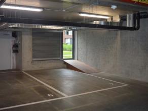 Ondergrondse parkeerplaats, nummer P7, gelegen in de parkeerkelder van residentie Mouterie III te Brugge, Dampoortstraat 267. De parkeerplaats bevindt