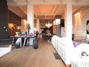 Authentieke loft van 175 m² met zuid west gericht terras van 6 m² nabij t Eilandje. De open keuken is uitgerust met een keukeneiland, waaraa
