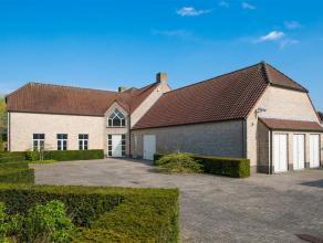 Indeling:<br /> Deze zeer verzorgde villa met burelen en magazijn heeft een bewoonbare oppervlakte van 540 m² op een perceel oppervlakte van 2 40