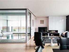 Indeling:<br /> Via de inkomhal met vestiaire en gastentoilet betreedt u deze prachtige villa. Deze villa is gelegen op een perceel van 1050 m² e