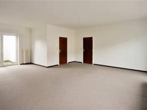 Dit ruim appartement is gelegen op de eerste en de tweede verdieping. Via een aparte inkomhal op het gelijkvloers, stapt u dit appartement binnen. Eve