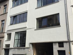 Appartement op de 3 de verdieping in een gebouw zonder lift. Ingerichte badkamer en keuken, woonkamer, 1 slaapkamer, Maandelijkse provisie €100 (voors