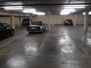 """Autostaanplaats met automatische poort en afstandbediening op -1 in Residentie """"de Pottenfabriek"""" te Deurne. De parking is gelegen onder de supermarkt"""