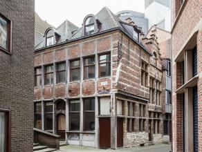 Historisch hoekpand in het hartje van Antwerpen, gelegen binnen het oude stadscentrum. Bestaande uit verschillende geveltypes. De gevel zijde Krabbens