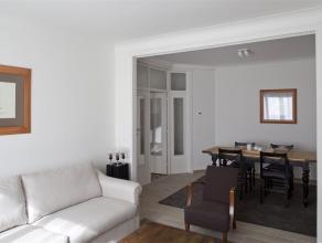 Prachtig gerenoveerd INSTAPKLAAR en volledig GEMEUBELD appartement met 1 SLAAPKAMER. Indeling als volgt: keuken (kookplaat, combi magnetron, vaatwasse