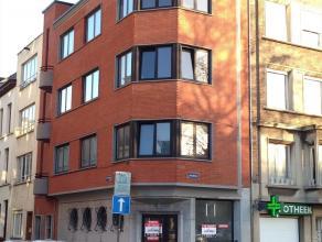 Studio met aparte keuken en badkamer aan de Italiëlei Deze studio bevindt zich op de 3de verdieping op de hoek van de Italiëlei en de Geulin
