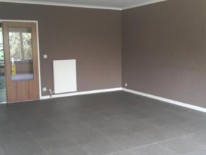 Ruim appartement in rustige omgeving met garagebox Ruim appartement te huur gelegen te Mortsel in een rustige omgeving met 2 slaapkamers. Ideaal voor