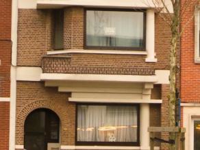 Eengezinswoning met 3 slaapkamers en tuin <br /> <br /> Deze woning is gelegen in het centrum van Mortsel op wandelafstand van het Station, winkels en