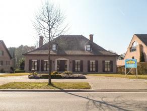Polyvalente villa<br /> <br /> Deze villa is gelegen in het hartje van Duffel met mogelijkheid tot polyvalente ruimte en woonst. <br /> <br /> Aangele