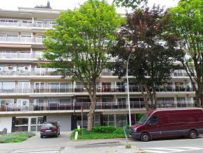 Appartement met 2 slaapkamers en terras<br /> <br /> Het appartement geniet volgende indeling: een inkomhal (4,80x1,15m) met vestiaire/bergingskast en