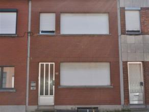Woning met 3 slaapkamers en tuin <br /> <br /> Deze op te frissen woning is gelegen in een rustige straat en biedt de mogelijkheid tot omvorming naar