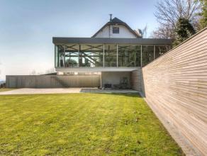 Deze klasse volle villa is gelegen op een uitgestrekt perceel van maar liefst 6531m². Deze uitzonderlijke architecturale en energiezuinige woning
