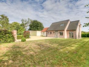 Deze charmante energiezuinige eigendom ligt op maar liefst 1600m² is uiterst rustig en landelijk gelegen nabij Moerbeke. De eigendom telt naast d
