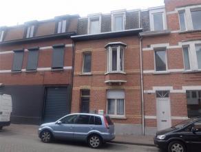 HOBOKEN - WONING BESTAANDE UIT DRIE WOONUNITS - Indeling als volgt: gelijkvloers: gemeenschappelijke inkomhal. Appartement1 - EPC 438 kWh/m² : le
