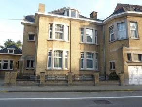 Superbe maison bourgeoise de 2200 m2 comprenant un grand living, salon, cuisine équipée, 7 chambres, salle de bains et garage. Piscine e