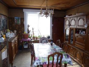 Emplacement idéal pour cette grande maison !Offrant un énorme potentiel, elle dispose d'énormément de volumes et de deux &