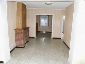 Habitation à conforter disposant de 3 chambres, jardin et accès latéral. Première acquisition ou adepte du bâtiment?