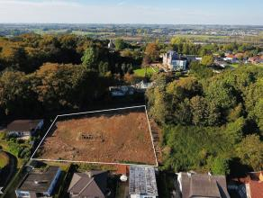 Dit uniek perceel bouwgrond met een oppervlakte van ca. 2075 m² bevindt zich op het hoogste punt van Geraardsbergen en is slecht enkele minuten v
