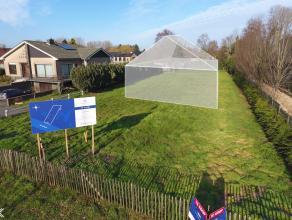 Deze bouwgrond van ca. 1.233 m² situeert zich langs de grote baan tussen Gent en Eeklo in het landelijke Lovendegem. Het perceel biedt de mogelij