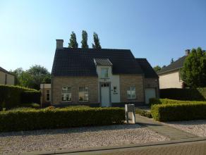 Residentiëel gelegen villa op loopafstand van het bruisende Hoogstraten met een zuid/west georiënteerde tuin met 2 terrassen op 1.136 m&sup2