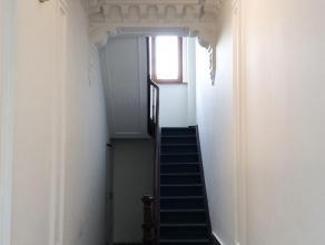 Gemeubeld appartement met 1 slaapkamerLigging: gelegen nabij de Troonplaats en het Antwerpse Zuid. Winkels en openbaar vervoer zijn te bereiken op wan