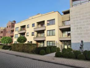 Zeer goed afgewerkt appartement Ligging: Centraal gelegen, op 100 meter van de ring van Turnhout.Indeling: Dit groot appartement omvat inkomhal, woonk