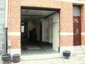 Ruime bel-etage in een rustige buurt, nabij het centrum van Wilrijk.Ligging: Ideaal gelegen in een rustige straat. Scholen, winkels, invalswegen (A12)