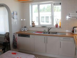 Charmant 3-slaapkamer appartement met groot terras, nieuwe badkamer en nieuwe keuken.Ligging: centraal gelegen nabij het centrum van Deurne. Vlakbij h