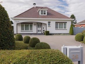 Perfect onderhouden villawoning naar de hand van Architect Bols met 3 slaapkamers, grote oprit, ruime garage en prachtige zuidgerichte tuin. Rustig ge